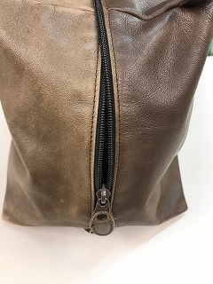 皮革製小ハンドバッグ補油のお手入れ後の写真