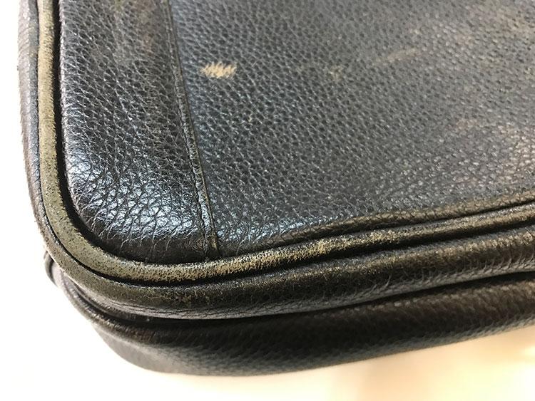 樹脂顔料でちょっとだけ部分染めするカバンの修理の写真